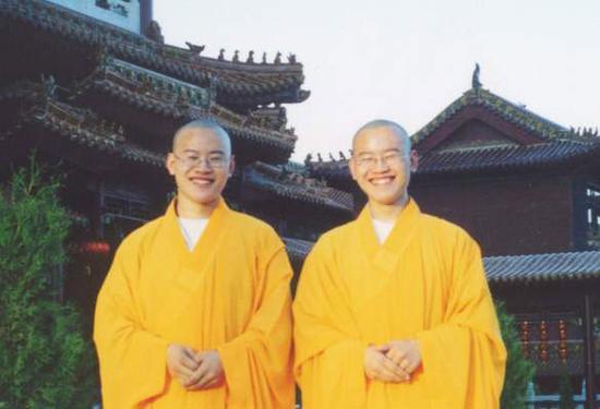 殊胜法缘:80后双胞胎出家记