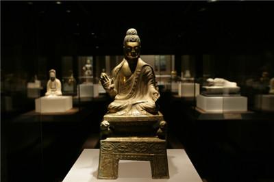 藏传佛教跟汉传佛教之间有什么差别?